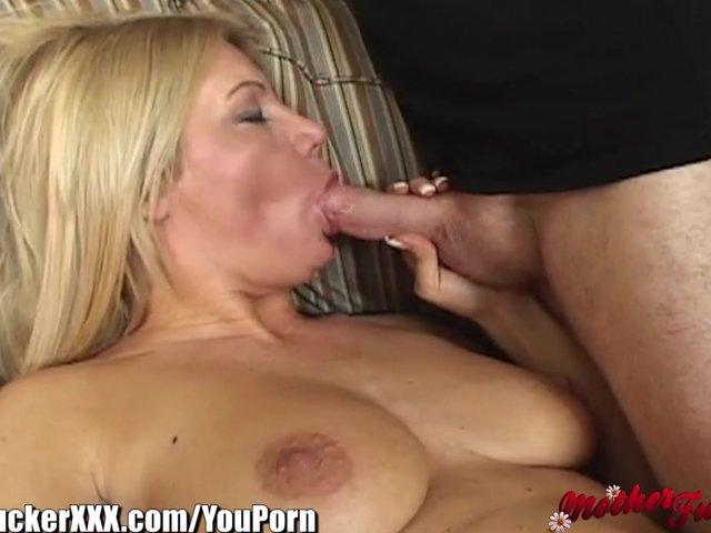Amateur mom nude