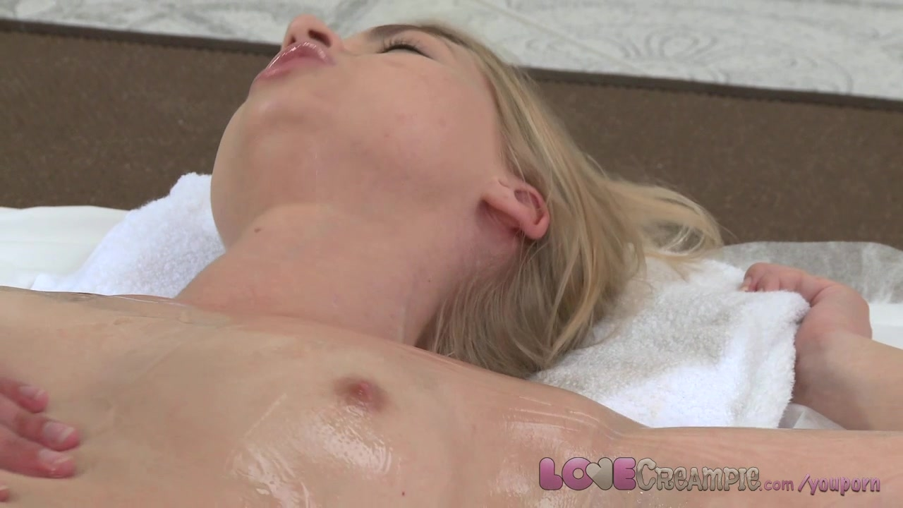 Teen hottie inserts ice cube in her pussy anal toy in ass 4