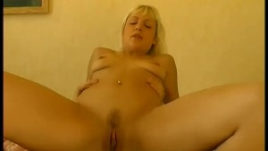 Hot blonde fucks a guy in her bedroom - Telsev