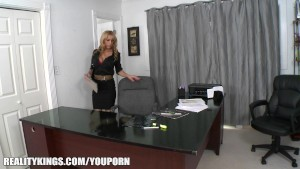 she got into empty office but boss came and had sex with her