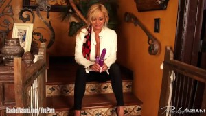 Rachel Aziani has a new dildo that vibes her big clit