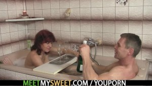 He finds GF in threesome orgy with his parents
