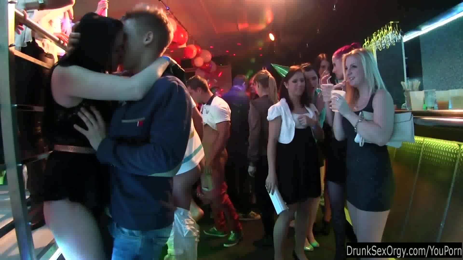 Смотреть секс на танцполе 21 фотография
