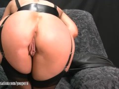 Sexy Milf takes off pants and plays w...
