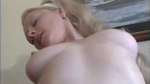 Pounding this girl's pussy - Telsev