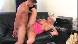 Short Hair'd babe gets her pussy hole pummeled hard - Telsev