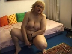 Chubby mature fucks herself - Telsev