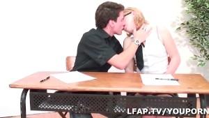 Petite francaise baisee par deux mecs