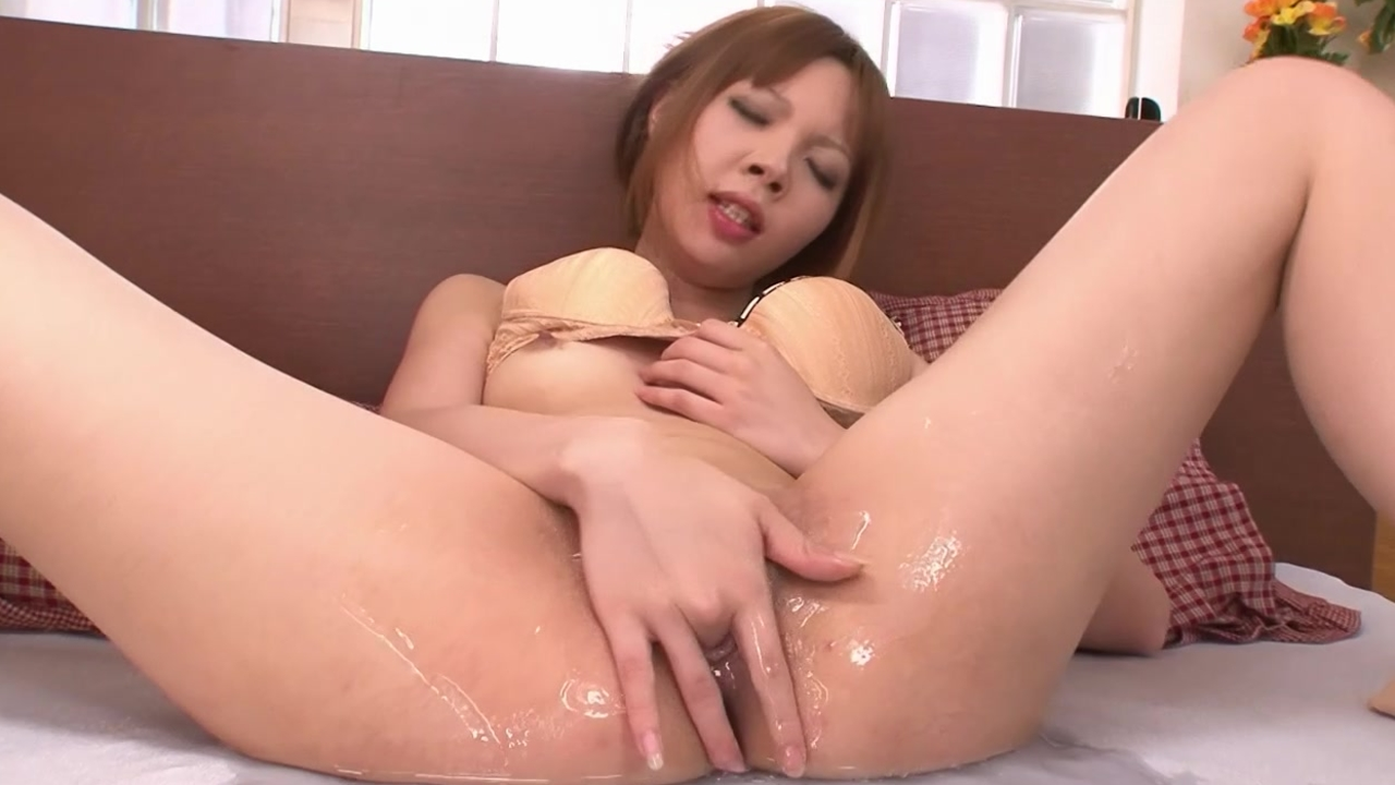 Solo girl pleasuring themselve