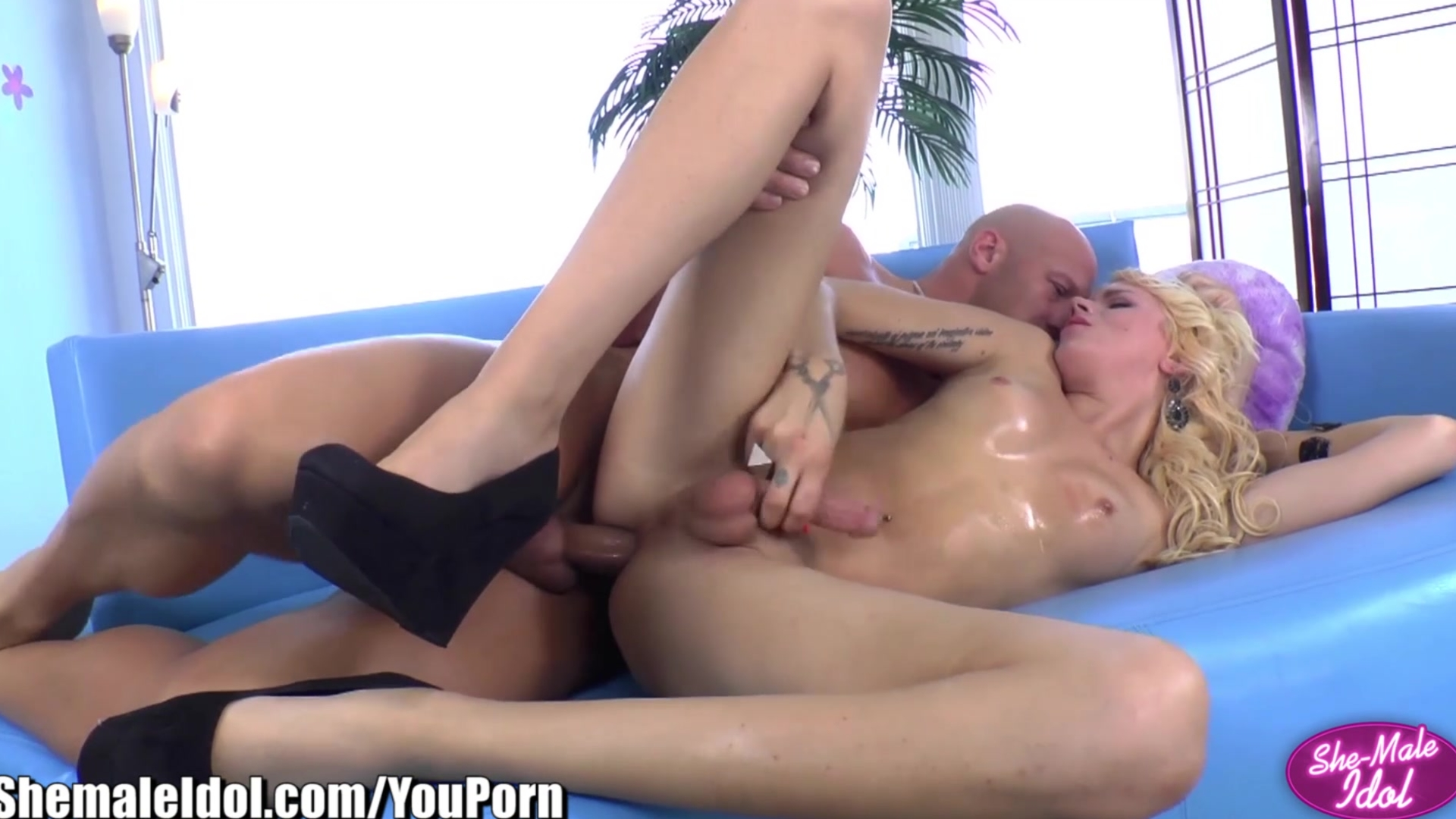 ShemaleIdol Blonde Tranny Fucked by Big-dick
