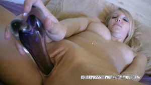 Blonde hottie Elle Brookes fucks her twat with a toy