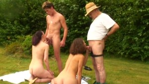 voyeur papy groupsex in nature