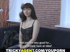 : Tricky Agent - Hiding from the rain a brunette is trapped!