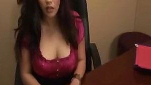 Boss seduces Secretary