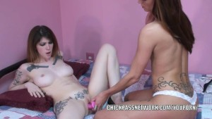 Tattooed lesbians Indigo and Autumn play with toys