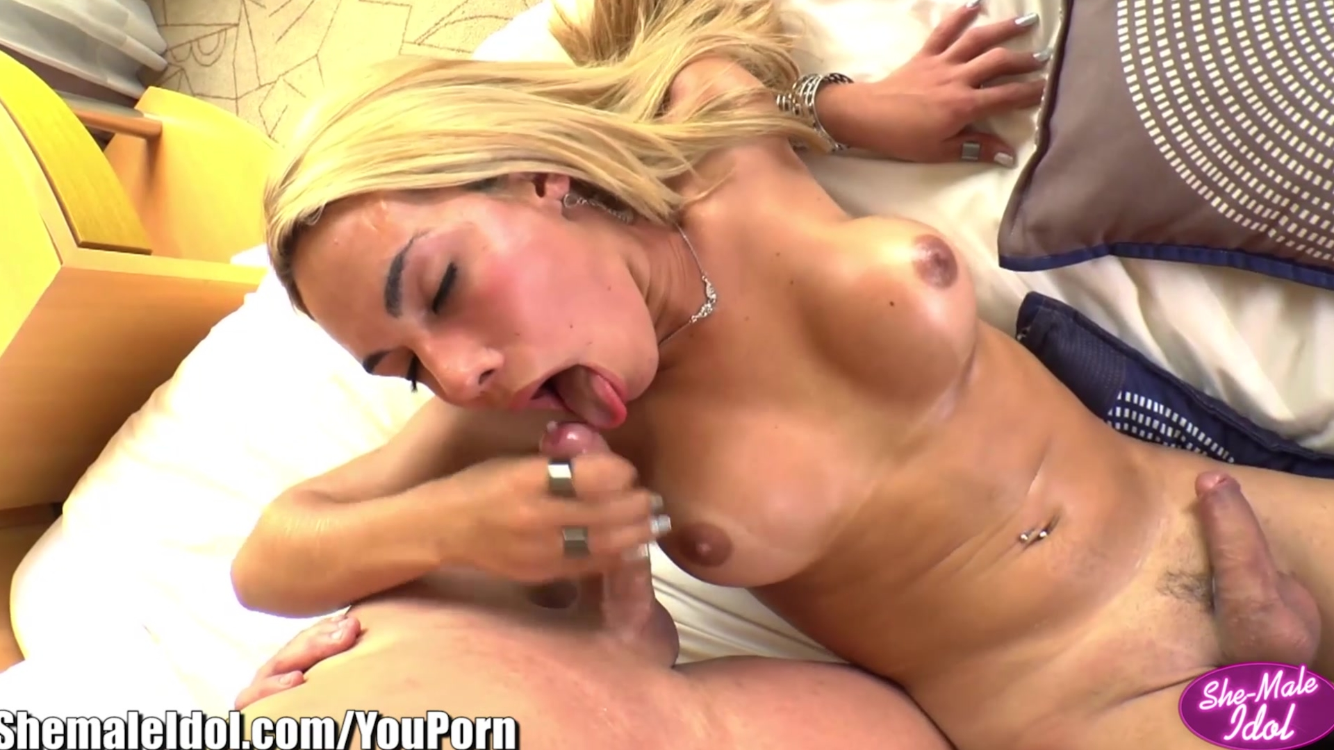 ShemaleIdol Alex Victor Rimming and Sucking Hot Shemale