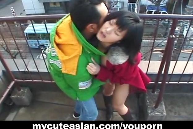 Amateur Asian gf fucks her per