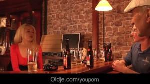 English grandpa bangs an american blonde teen in a bar