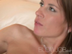 BlowJob Slim beauty pleasures with mouth before taking it in her sweet shaved pussy