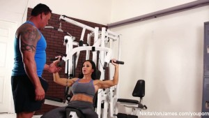 Hardcore sucking and fucking in the gym