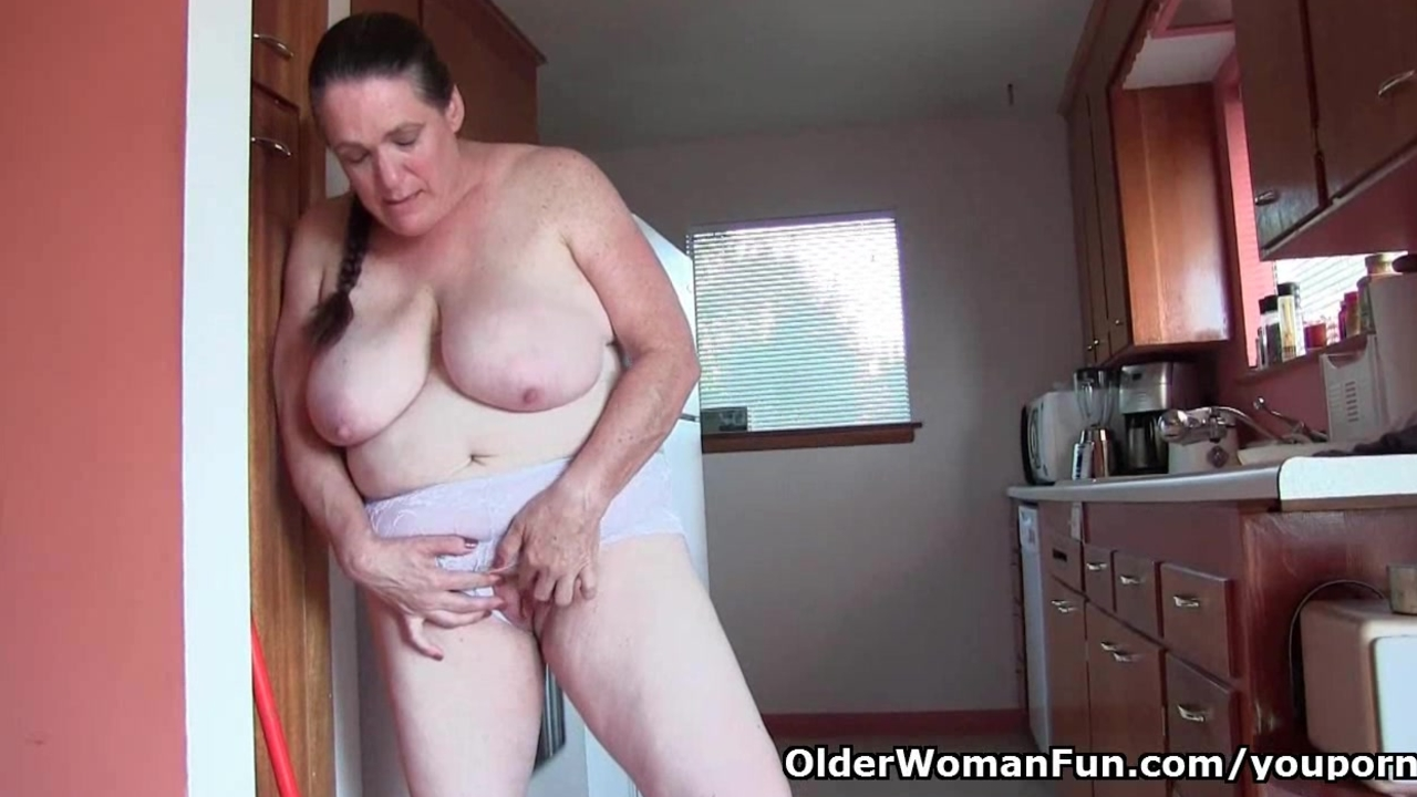 Granny with big tits cleaning the kitchen