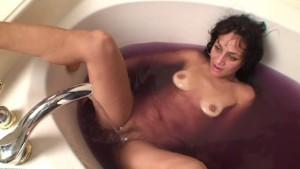 Mature Cougar Cielo Tub Masturbation