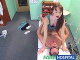 Entra una paciente y los pilla follando pero ella......