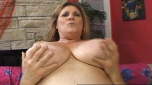 Mature BBW Deedra Rae s pussy and mouth engulf a guy s cock