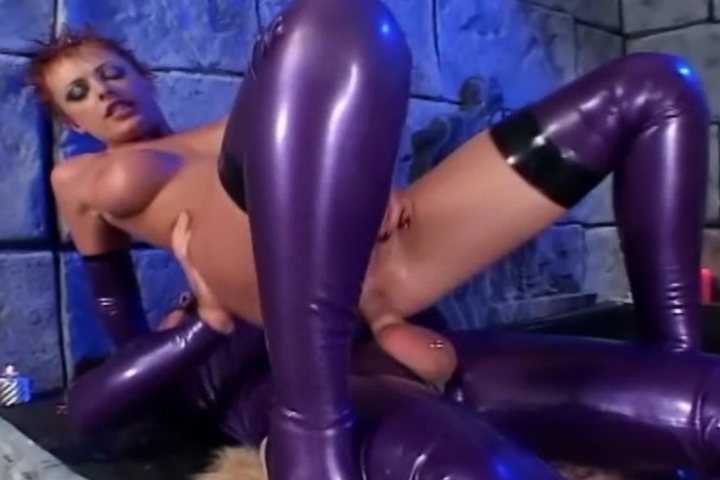 Anal sex in shiny latex linger