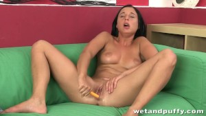 Firstime girl is no longer shy as she fucks a toy