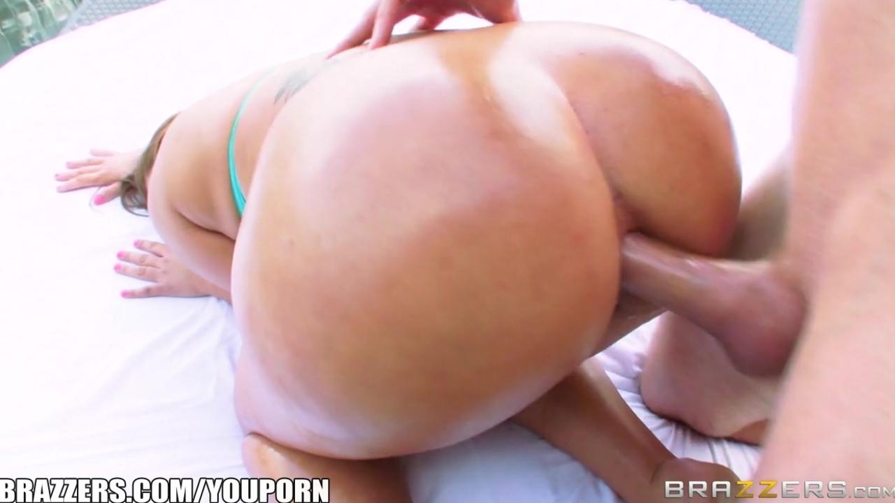 Klara gold shakes her big booty brazzers