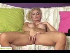- Horny Cougar Kyra Blon...
