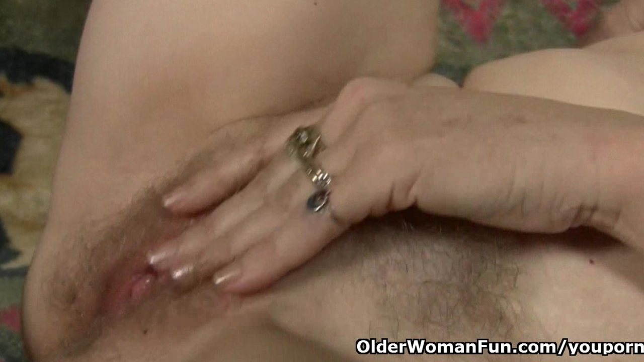 Moms pussy gets so wet in pantyhose