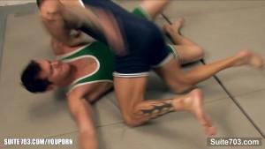 Horny jocks fuck in 3some in locker room