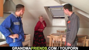 Old granny offers her pussy as a payment
