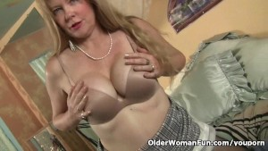 Pantyhose get mom's pussy hot and throbbing