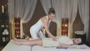 Massage Rooms Athletic horny girl has her clit tantalised by young lesbian