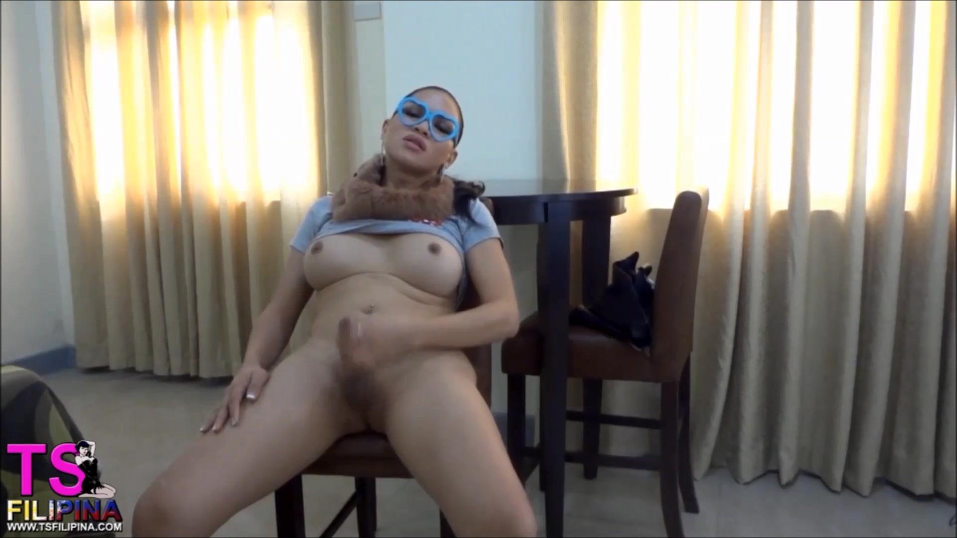 TS FILIPINA SEXY NERDY MASTURBATE