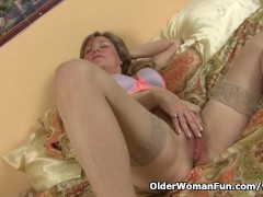 Picture Mature milf fucks herself with a dildo