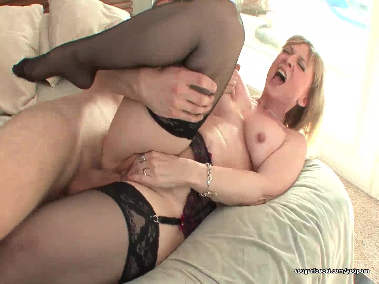 Awesome MILF rides cock like a