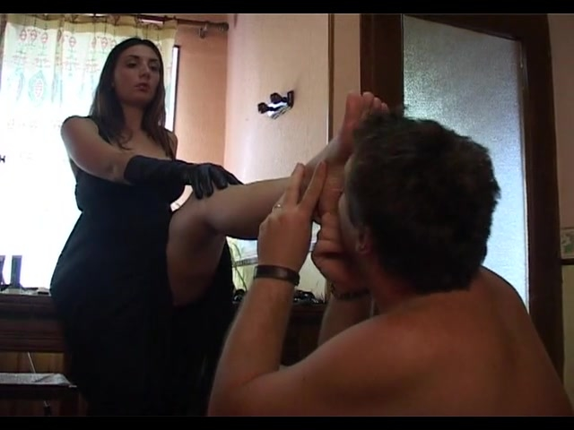 French mistress being obey by