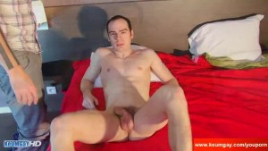 Ben a real str8 male get sucked his hige cock by a guy !