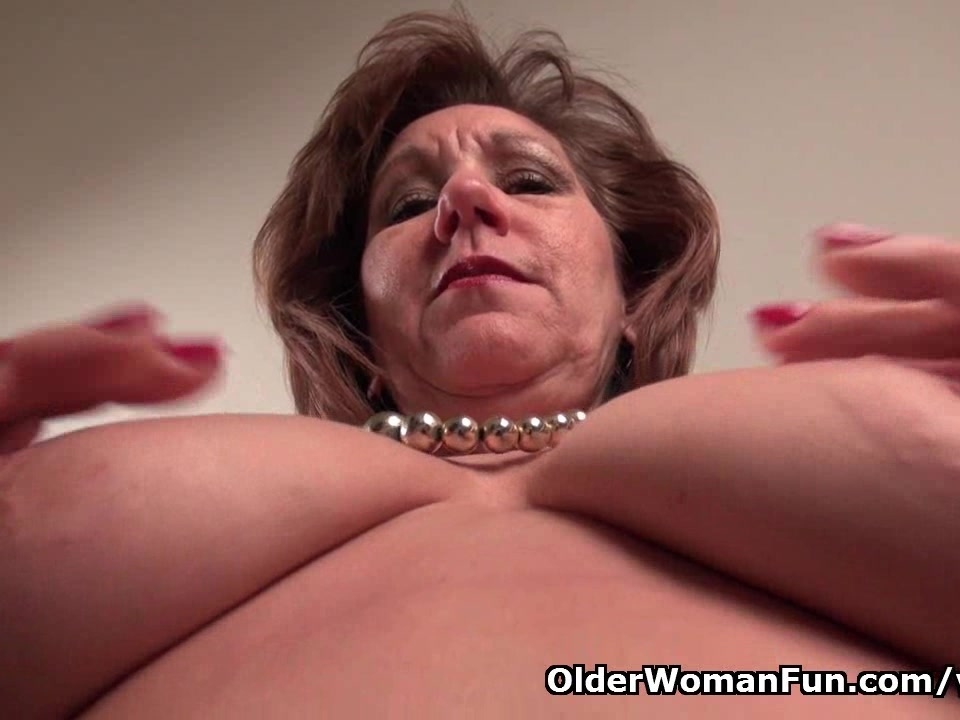Pantyhosed mom unleashes her n