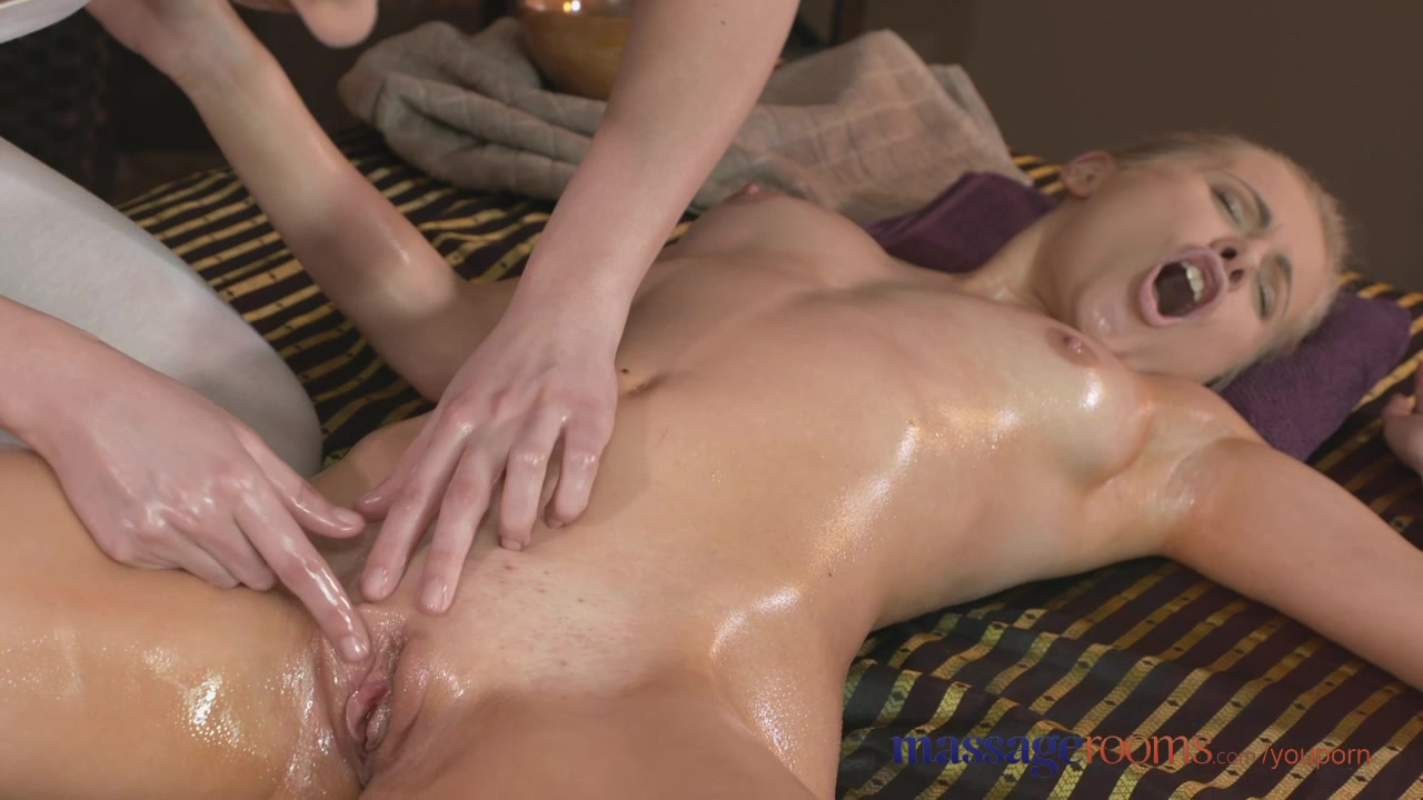 Massage Rooms Young blonde les
