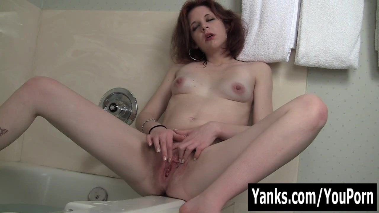 Redhead Vixxxen Playing With H
