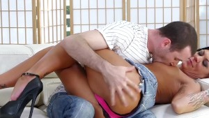 RealityJunkies James Deen hammers MILF