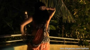 Beautiful Indian Babe Shows Her Stuff