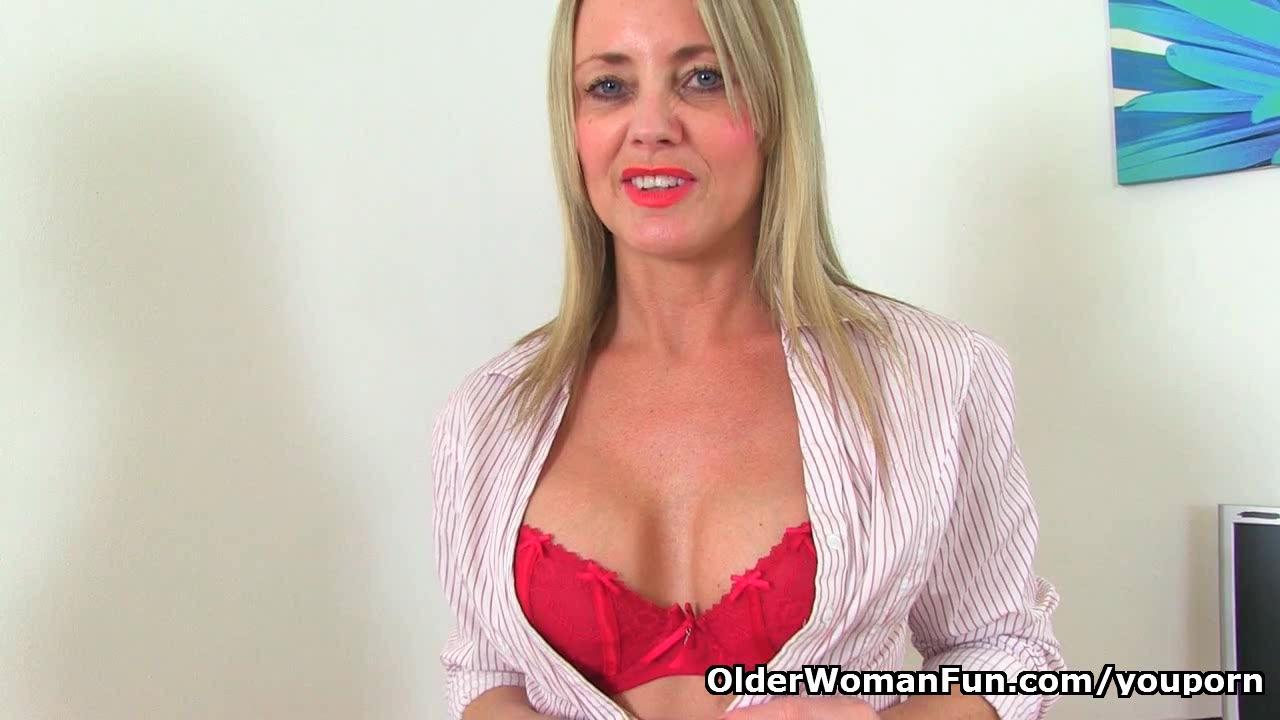 British milf Sofia masturbates