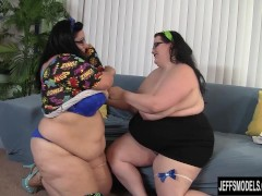 Picture Horny plumpers Eliza Allure and Lyla Everwet...