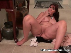 Pantyhose make mom Lauren s pussy scream for attention